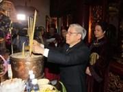 Offrande d'encens aux rois fondateurs Hung