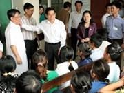 Nguyen Minh Triet visite l'hôpital Vietnam-Allemagne