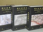 L'EFEO offre deux livres rares à Hà Tinh