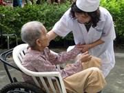 Augmentation de personnes âgées au Vietnam en 2020