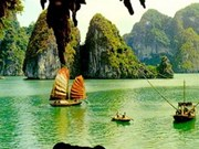 New7Wonders loue la beauté de Ha Long