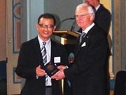Un Vietnamien titulaire du prix d'excellence muticulturel de Victoria