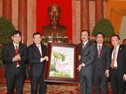 Truong Tan Sang reçoit de jeunes hommes d'affaires