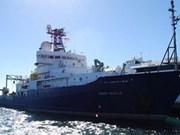 Le navire américain Roger Revelle mouille à Dà Nang