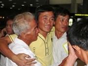 Les douze marins pris en otage de retour à Hanoi