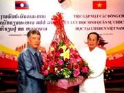 Echange avec des militaires laotiens ayant étudié au VN