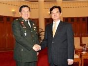 Le PM reçoit le commandant des forces armées de Thaïlande