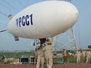 Installation d'une ligne électrique de 220kV à l'aide d'un ballon dirigeable
