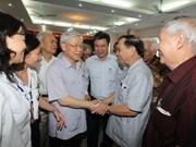 Le leader du PCV rencontre des électeurs de Hanoi