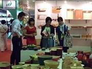 Environ 500 entreprises étrangères viennent sonder Hanoi Gift Show 2012