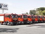 HCM-Ville reçoit 15 véhicules de pompiers modernes