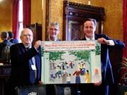 Des enfants de la dioxine remercient le PM Cameron