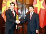 Entretien entre les deux ministres vietnamien et macédonien des AE
