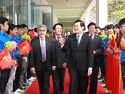 À l'Institut polytechnique de Hanoi, le président montre la voie