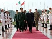 Le ministre italien de la Défense au Vietnam