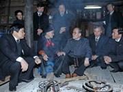 Le président de l'AN rencontre des électeurs de Truong Ha
