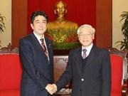 Des dirigeants vietnamiens reçoivent le Premier ministre japonais