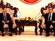 Une délégation d'anciens enseignants vietnamiens au Laos
