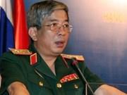 Le dirigeant de la Défense reçoit les attachés militaires étrangers au Vietnam