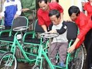 Le président salue les handicapés et orphelins exemplaires
