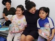 Cadeaux sud-africains pour les petits malades de HCM-Ville