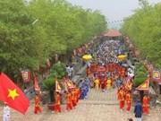 Offrande d'encens aux rois Hung à HCMV et Phu Tho