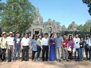 Tourisme : des journalistes vietnamiens au Cambodge