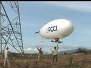 Une montgolfière pour installer les lignes électriques