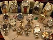 Des bijoux et des montres exposés à Hô Chi Minh-Ville