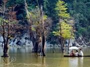 Le lac Noong, cet œil qui embrasse un monde féerique
