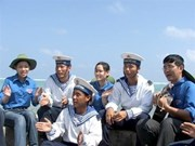 Mers et îles : des jeunes reviennent de Truong Sa