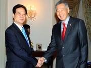 Le PM s'entretient avec des dirigeants singapouriens