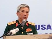 Le général Nguyen Chi Vinh rencontre ses homologues à Singapour