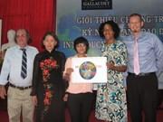"""Bourse d'études """"The World Deaf Leadership"""" à une Vietnamienne"""