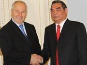 Les dirigeants ukrainiens reçoivent M. Lê Hông Anh