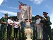 Quang Tri: cérémonie d'offrande d'encens aux héros morts pour la Patrie