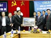 Le Premier ministre laotien visite la ZE de Vung Ang