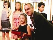 Hoàng Nhi offre le concours Mozart 2013 au Vietnam