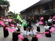 Yen Bai : l'ancienne dance Xoe Thai établit un record du Vietnam