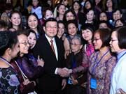 Truong Tan Sang reçoit des femmes vietnamiennes à l'étranger