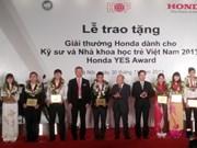 Dix étudiants reçoivent le prix Honda YES Award 2013