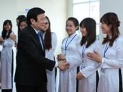 Le président rend visite à la Faculté de droit de Hanoi