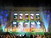 Les Vietnamiens accueillent le Nouvel An en grandes pompes