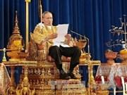 Thaïlande : le roi appelle à une solution pacifique