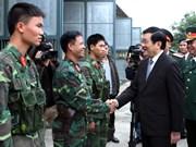 Le président Truong Tan Sang visite le corps d'armée N° 1