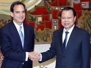 Le vice-PM Vu Van Ninh reçoit un vice-président de Walmart