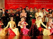 Des artistes de l'Armée du Vietnam se produisent au Laos