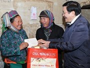 Le président Truong Tan Sang se rend dans les districts frontaliers