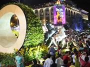Le Premier ministre visite la rue florale Nguyen Hue