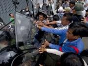 Thaïlande: la police arrête des dizaines de manifestants